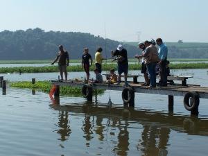 Coleta de água no rio Tietê em Anhembi.